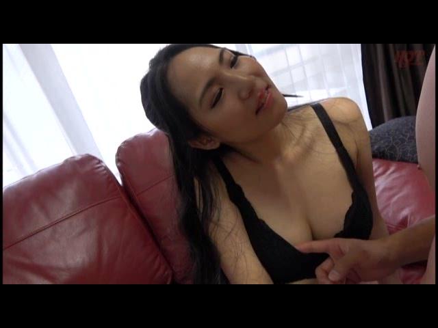熟女のご自宅訪問 夫の居ぬ間に自宅寝室で不倫性交2_01