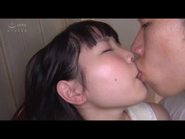 マジで○力じゃない、非力な女の子をぞぞッとするキモオヤジが集団陵辱!!!_01