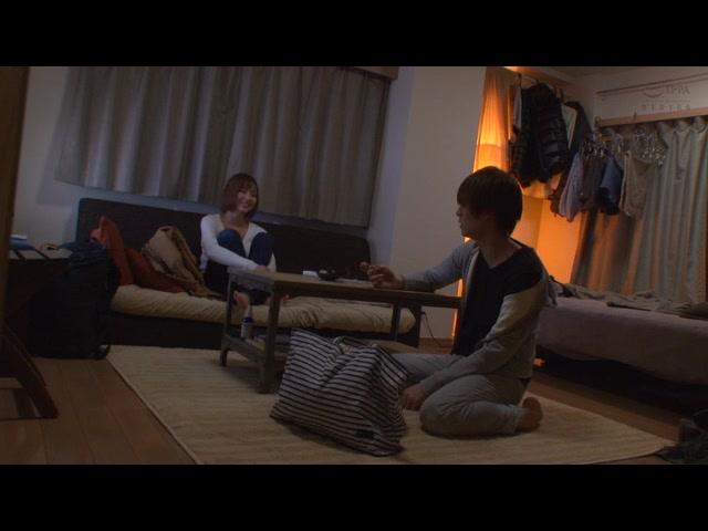僕の部屋に突然転がり込んできた元カノとの奇妙な同棲生活_01